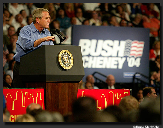 Photo of Bush campaigning
